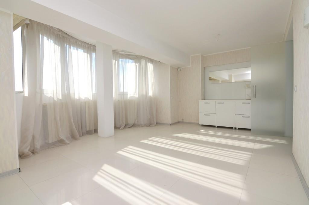 Apartament 4 Camere de Vanzare Decebal Calea Calarasilor Piata Muncii